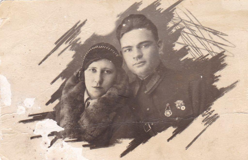 Мама с первым мужем, который погиб